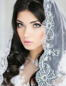 svadebnie-pricheski-na-srednie-volosi-s-fatoy16