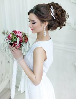 Свадебные причёски с диадемой2